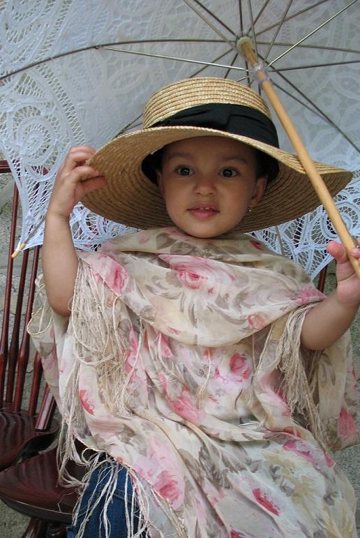 picnic-photo-in-victorian-costume